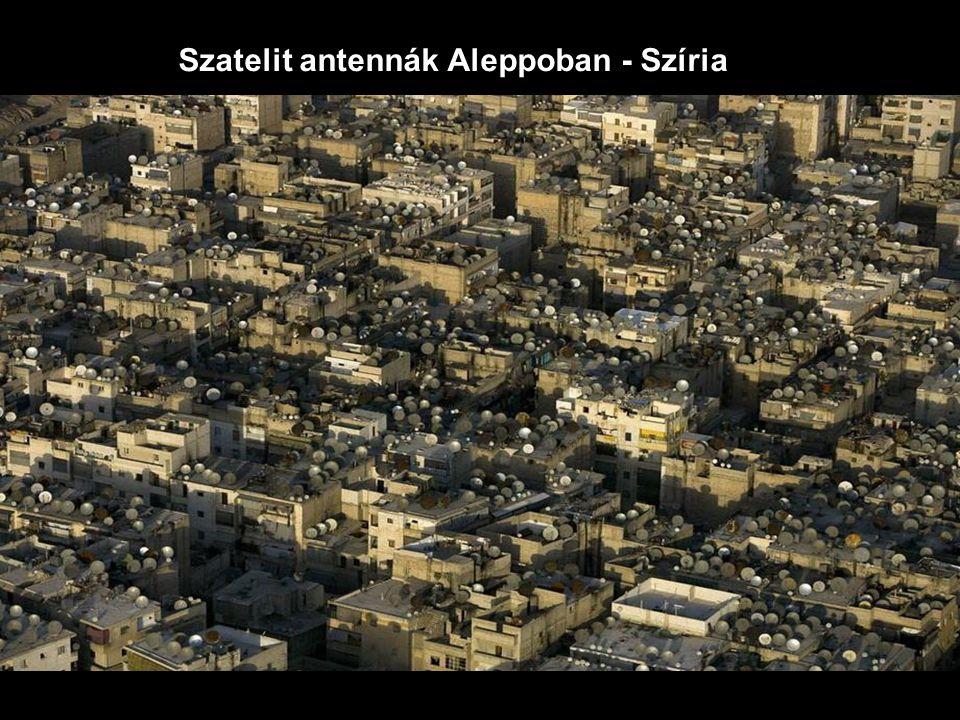 Szatelit antennák Aleppoban - Szíria