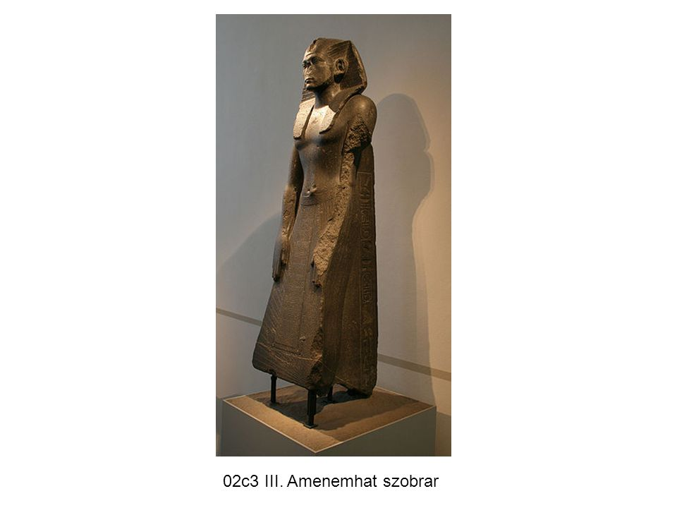 02c3 III. Amenemhat szobrar