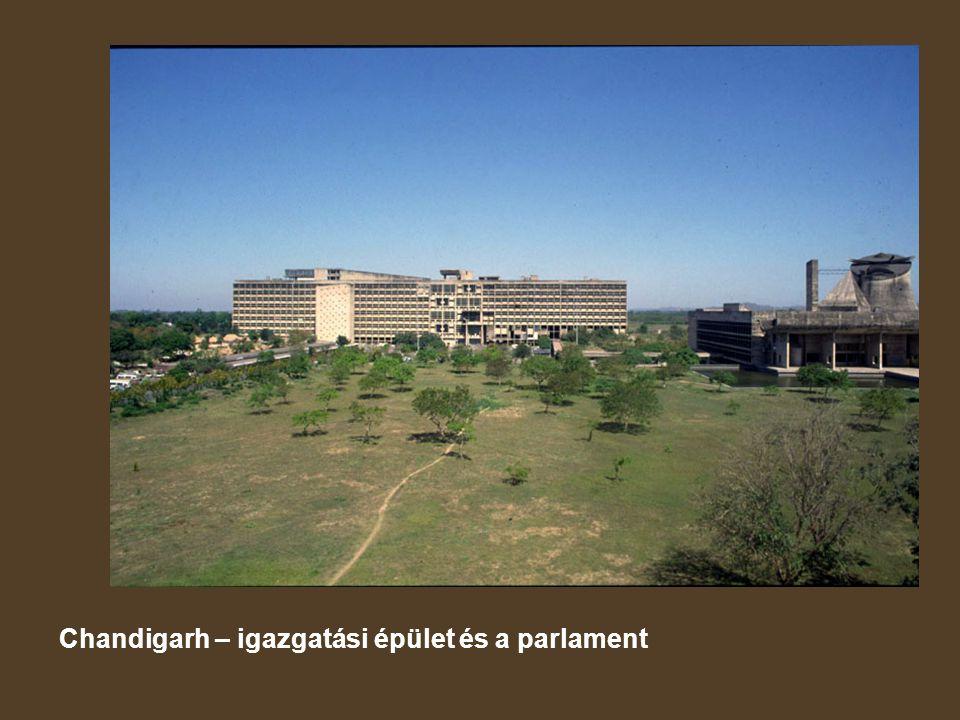 Chandigarh – igazgatási épület és a parlament