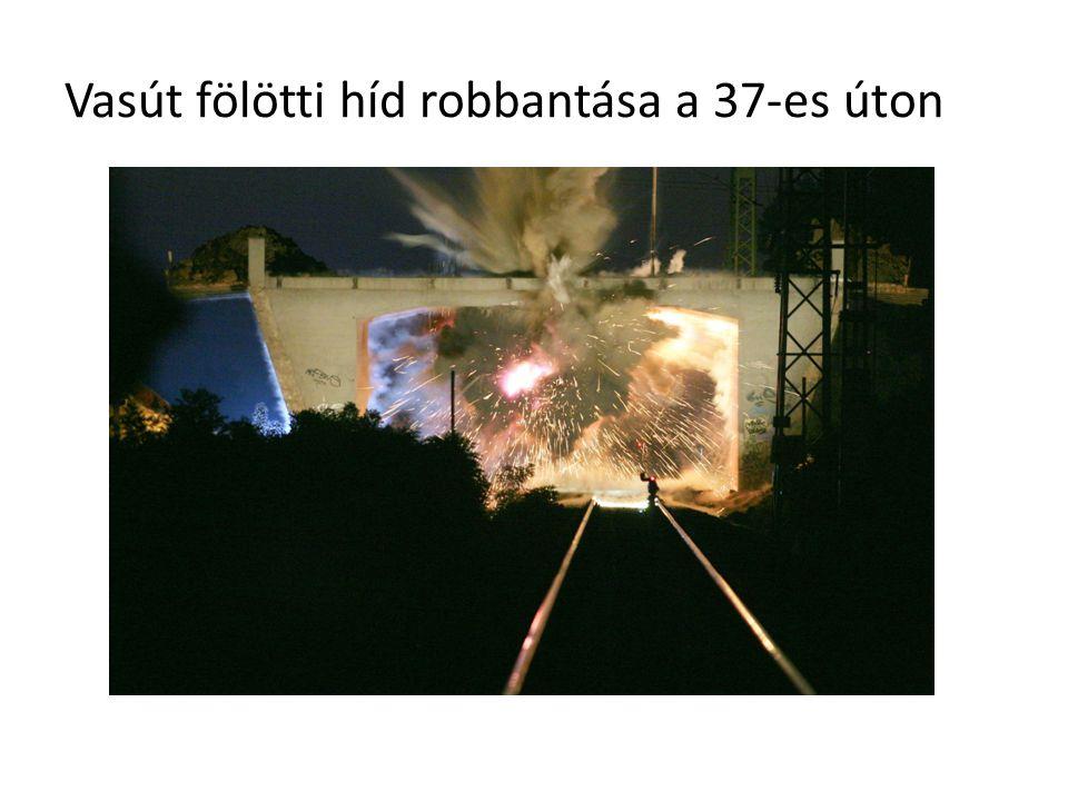 Vasút fölötti híd robbantása a 37-es úton