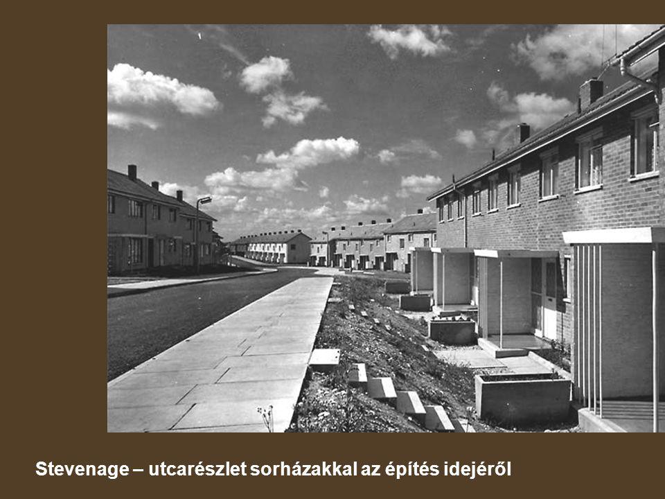Stevenage – utcarészlet sorházakkal az építés idejéről