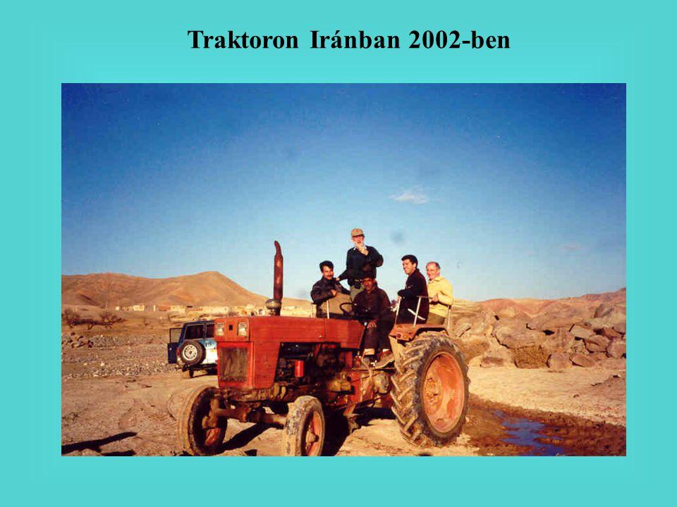 Traktoron Iránban 2002-ben