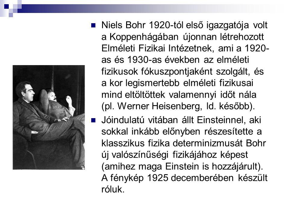 Niels Bohr 1920-tól első igazgatója volt a Koppenhágában újonnan létrehozott Elméleti Fizikai Intézetnek, ami a 1920-as és 1930-as években az elméleti fizikusok fókuszpontjaként szolgált, és a kor legismertebb elméleti fizikusai mind eltöltöttek valamennyi időt nála (pl. Werner Heisenberg, ld. később).