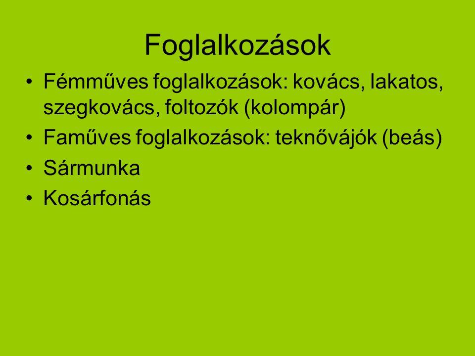 Foglalkozások Fémműves foglalkozások: kovács, lakatos, szegkovács, foltozók (kolompár) Faműves foglalkozások: teknővájók (beás)