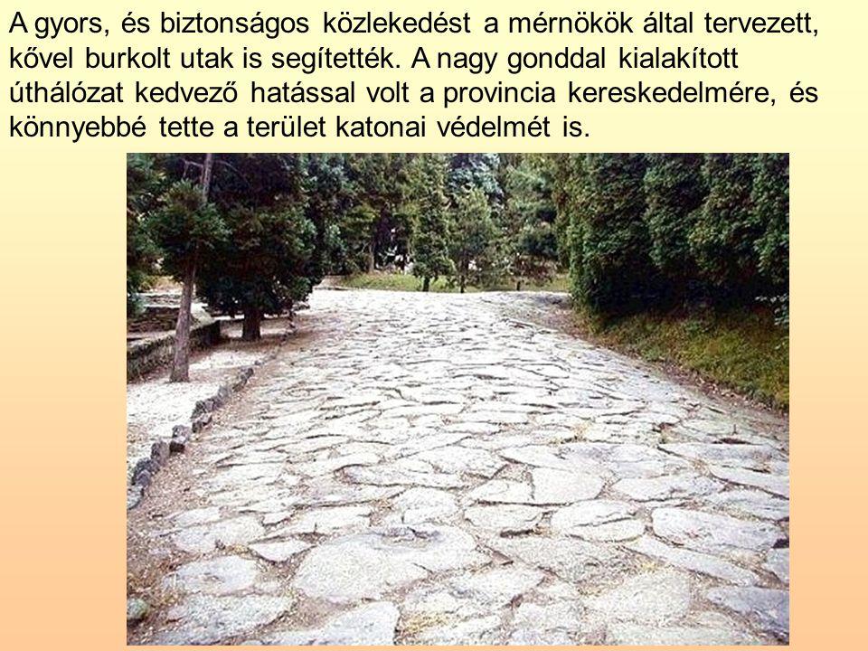 A gyors, és biztonságos közlekedést a mérnökök által tervezett, kővel burkolt utak is segítették.