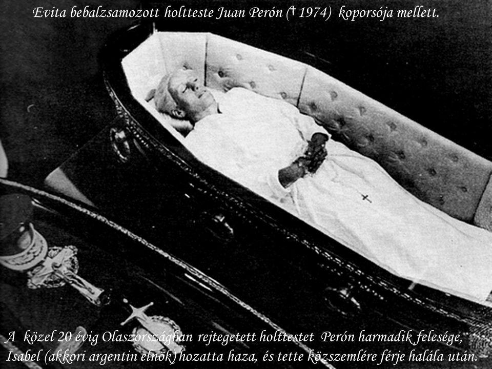 Evita bebalzsamozott holtteste Juan Perón (†1974) koporsója mellett.