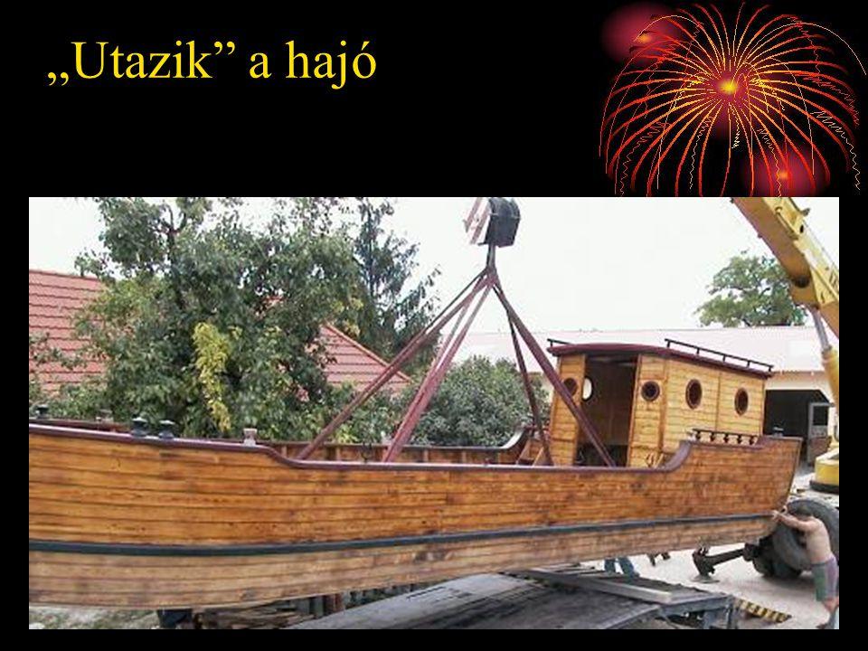 """Utazik a hajó"