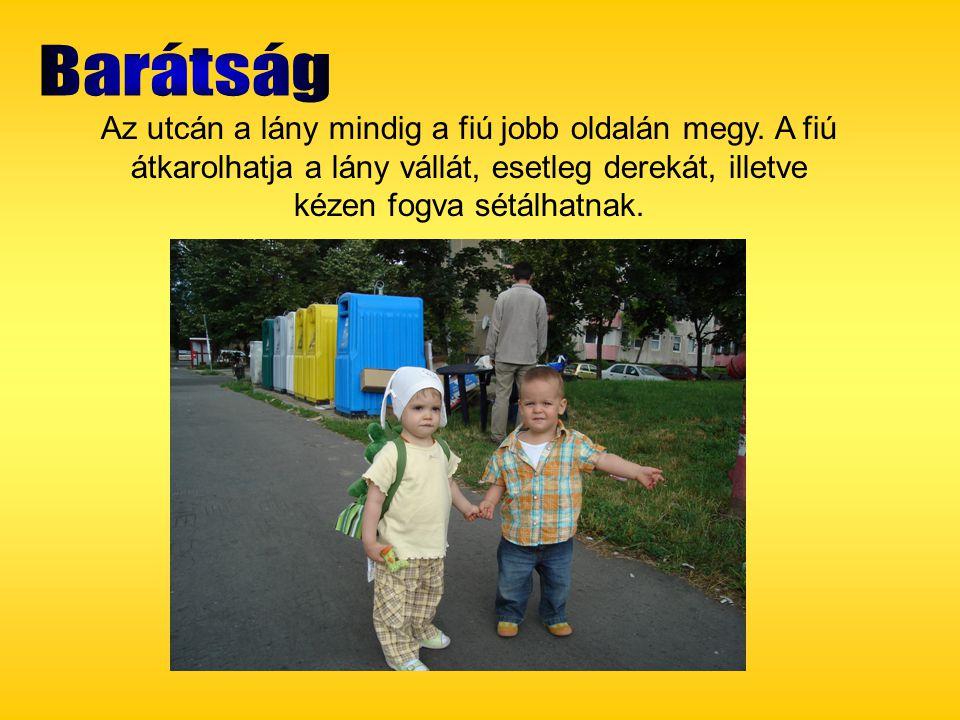 Barátság Az utcán a lány mindig a fiú jobb oldalán megy.