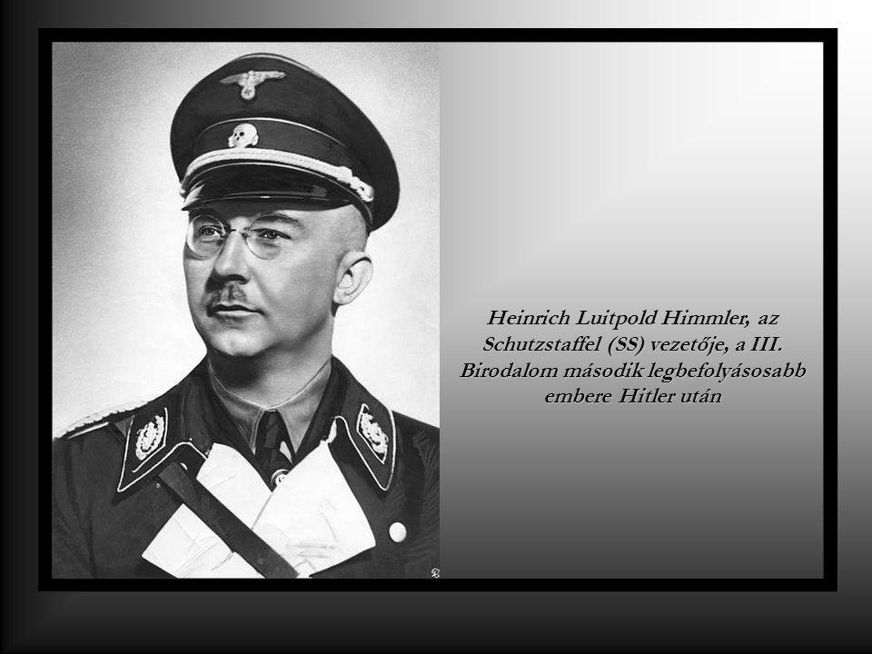 Heinrich Luitpold Himmler, az Schutzstaffel (SS) vezetője, a III