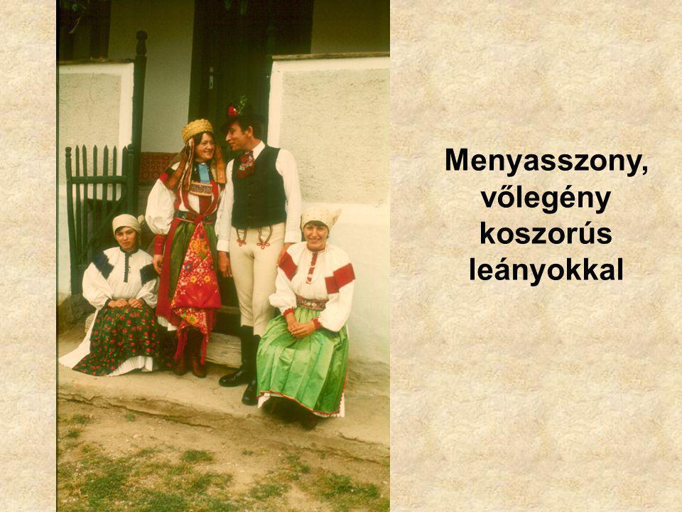 Menyasszony, vőlegény koszorús leányokkal