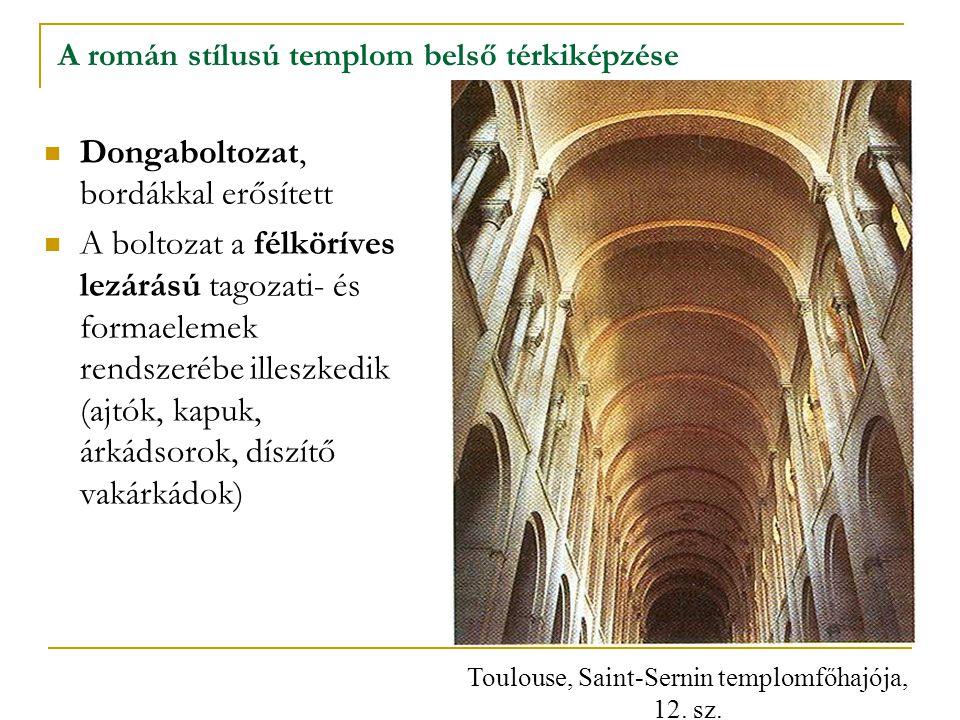 A román stílusú templom belső térkiképzése