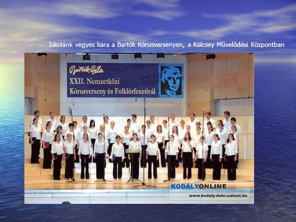 Iskolánk vegyes kara a Bartók Kórusversenyen, a Kölcsey Művelődési Központban