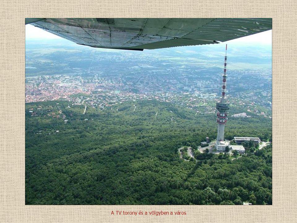 A TV torony és a völgyben a város