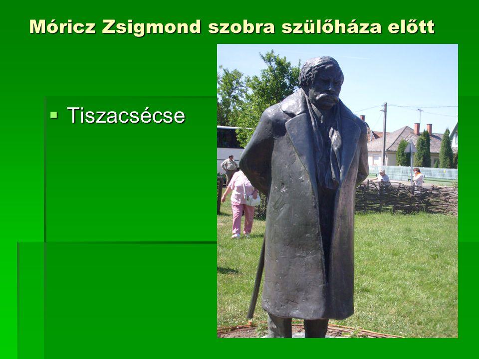 Móricz Zsigmond szobra szülőháza előtt