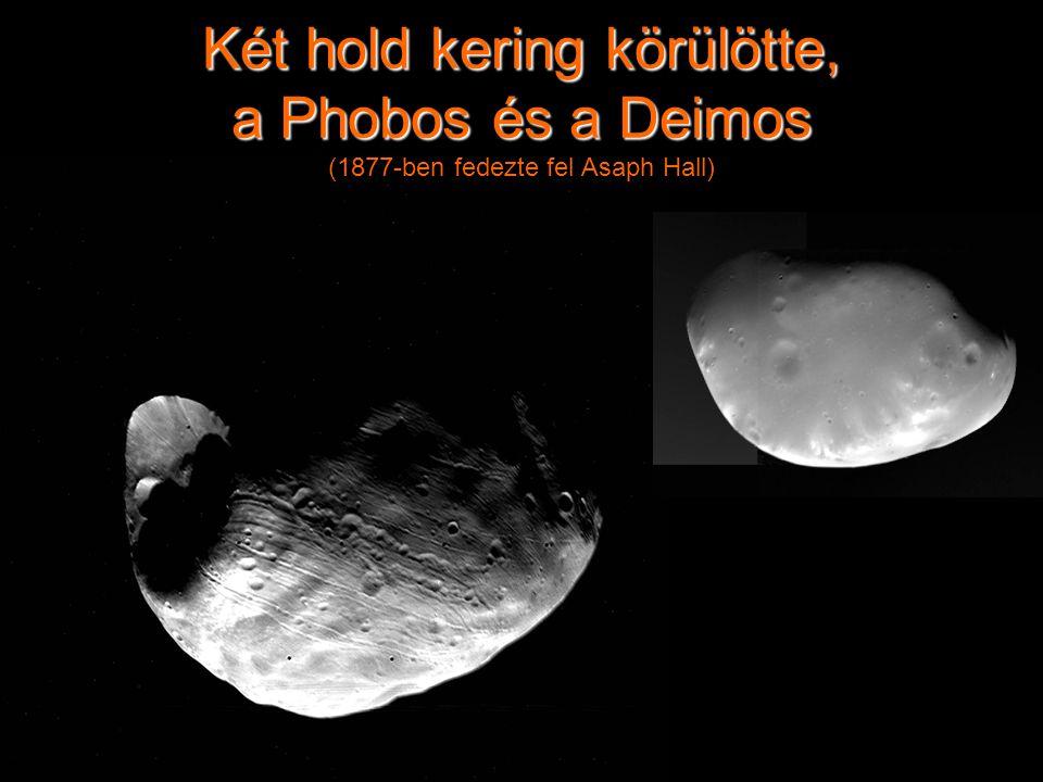 Két hold kering körülötte, a Phobos és a Deimos (1877-ben fedezte fel Asaph Hall)