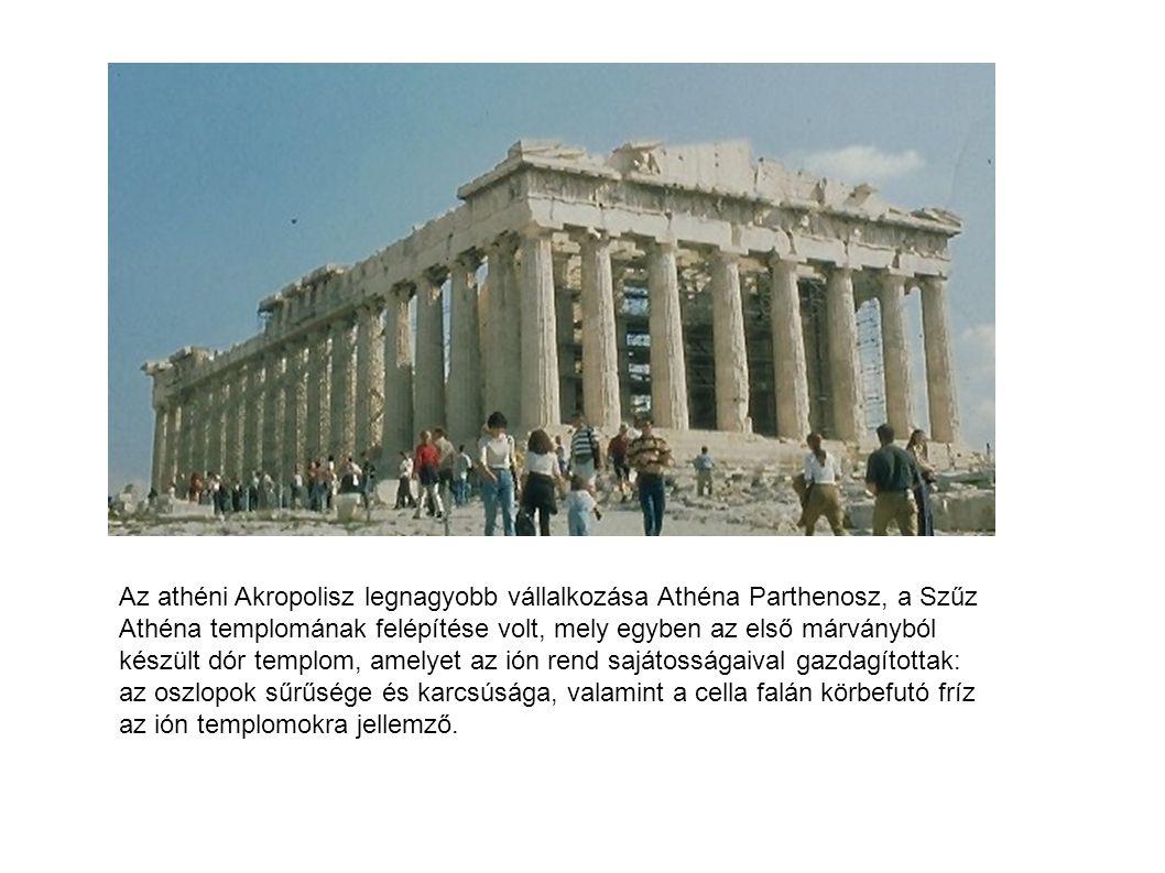 Az athéni Akropolisz legnagyobb vállalkozása Athéna Parthenosz, a Szűz Athéna templomának felépítése volt, mely egyben az első márványból készült dór templom, amelyet az ión rend sajátosságaival gazdagítottak: az oszlopok sűrűsége és karcsúsága, valamint a cella falán körbefutó fríz az ión templomokra jellemző.