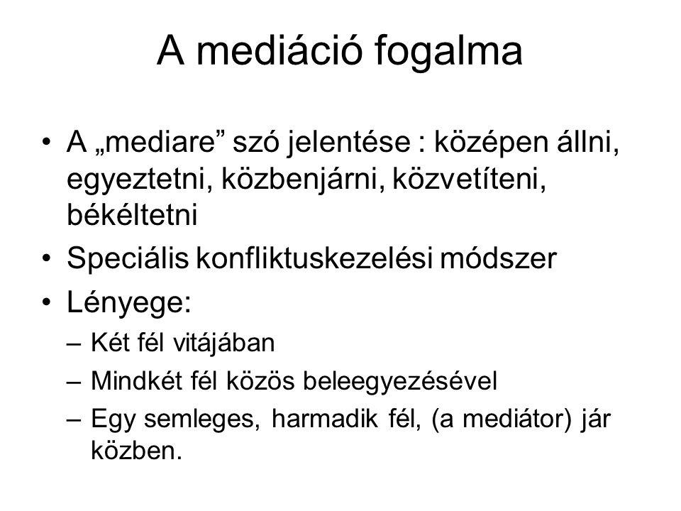 """A mediáció fogalma A """"mediare szó jelentése : középen állni, egyeztetni, közbenjárni, közvetíteni, békéltetni."""