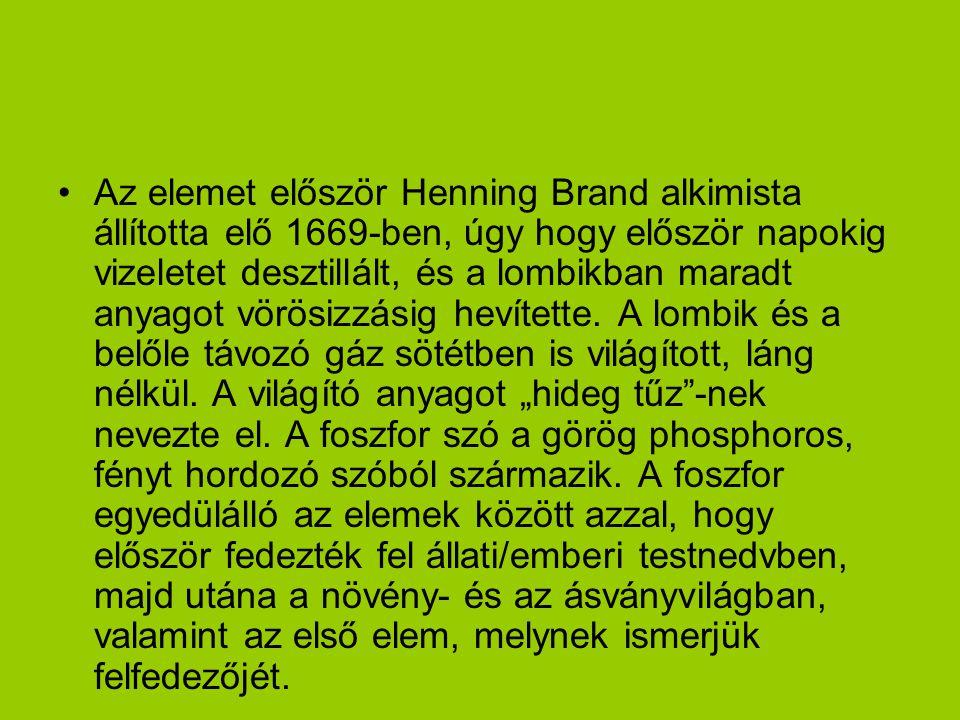 Az elemet először Henning Brand alkimista állította elő 1669-ben, úgy hogy először napokig vizeletet desztillált, és a lombikban maradt anyagot vörösizzásig hevítette.