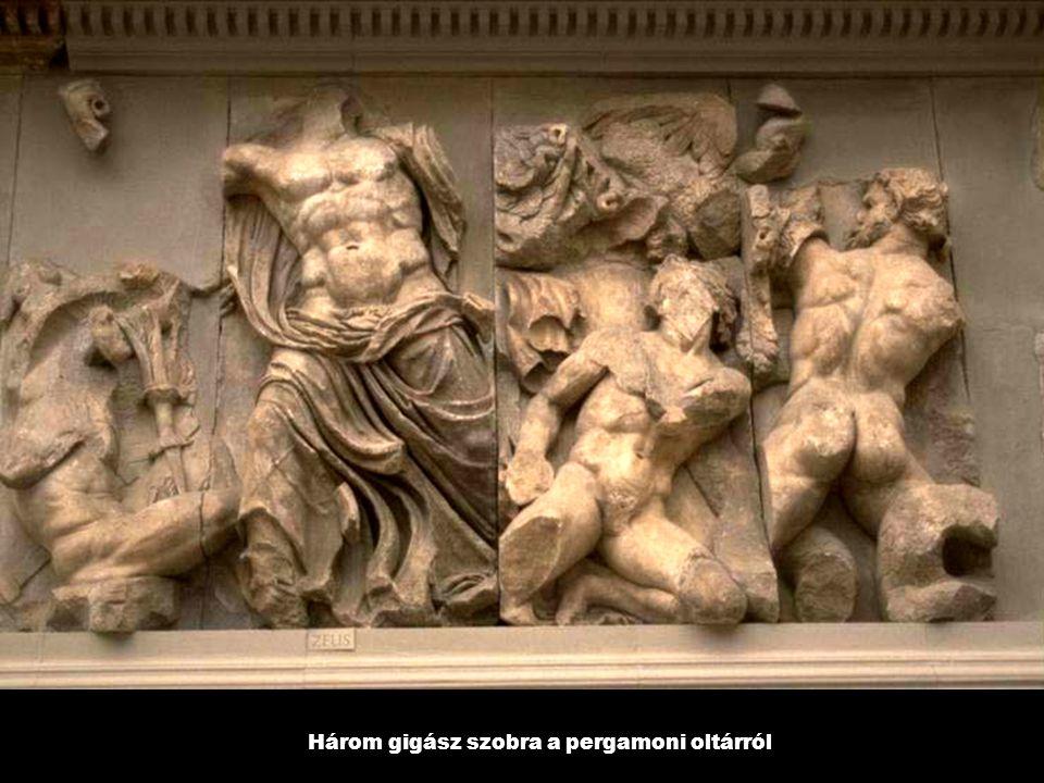 Három gigász szobra a pergamoni oltárról
