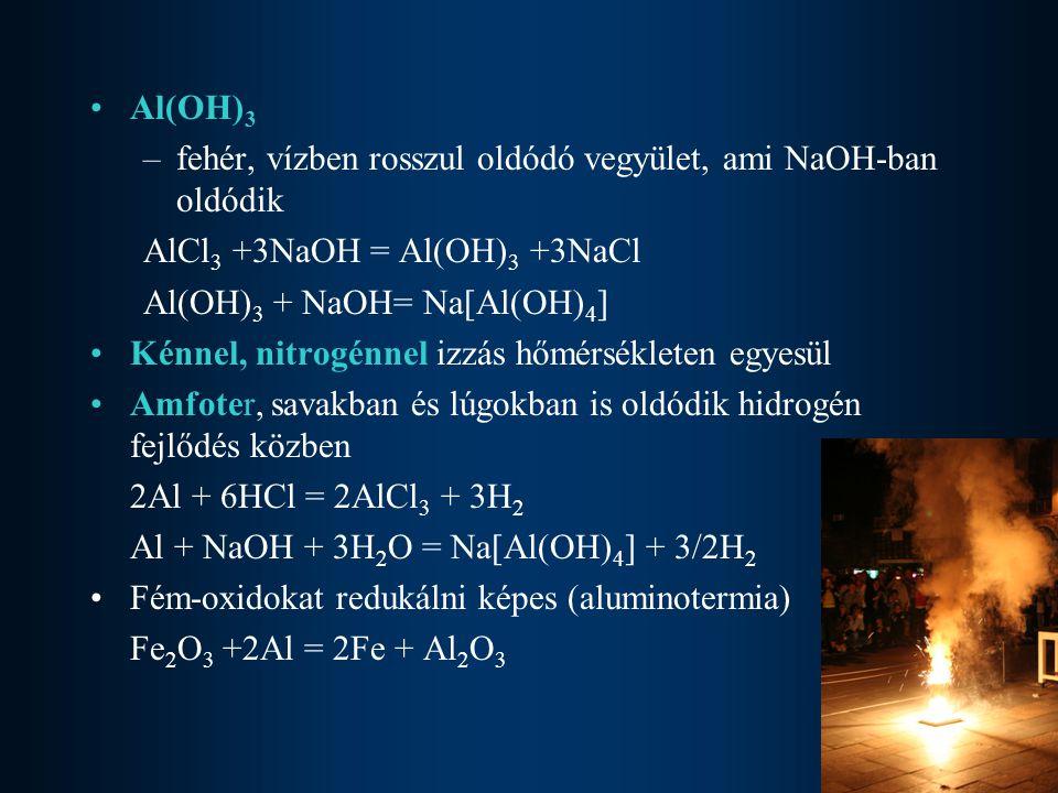 Al(OH)3 fehér, vízben rosszul oldódó vegyület, ami NaOH-ban oldódik. AlCl3 +3NaOH = Al(OH)3 +3NaCl.