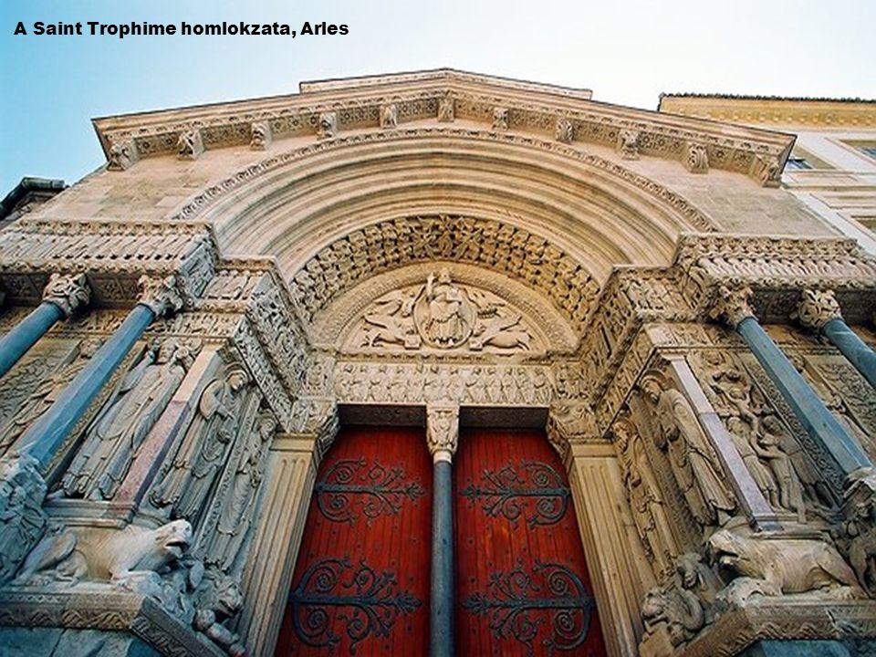 A Saint Trophime homlokzata, Arles