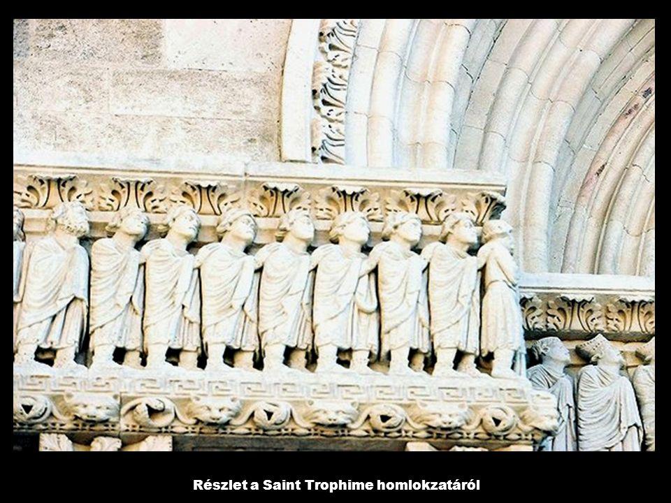 Részlet a Saint Trophime homlokzatáról
