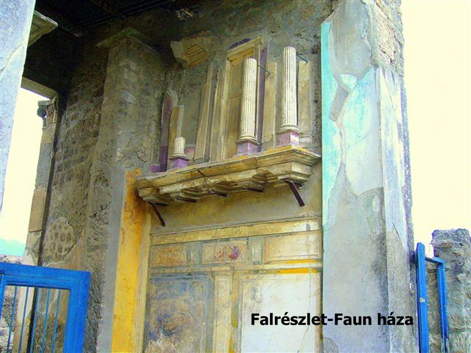 Falrészlet-Faun háza