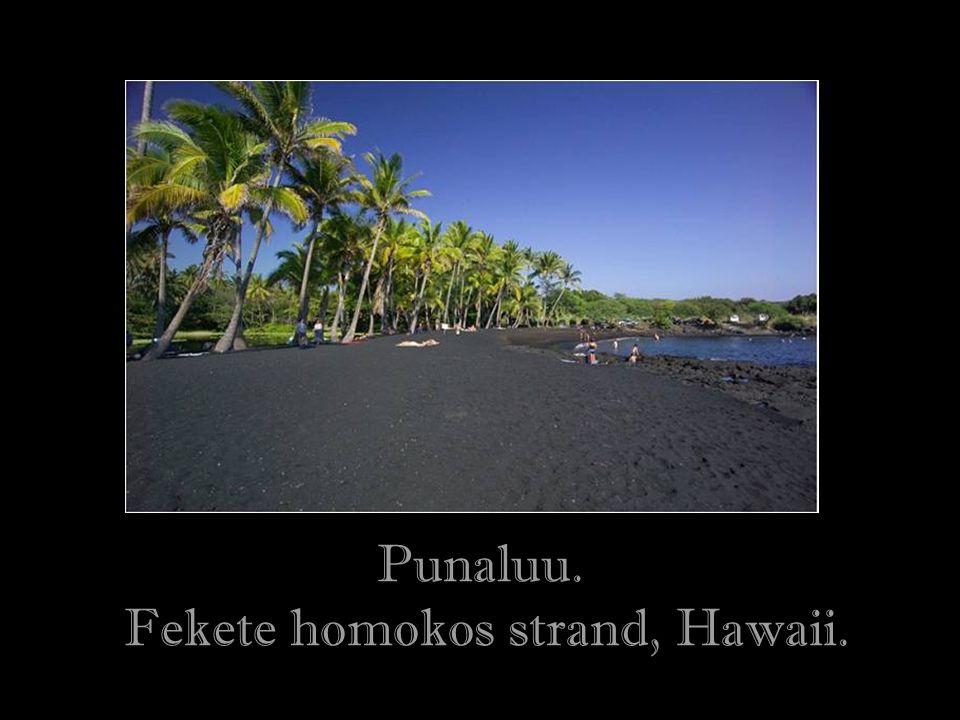 Fekete homokos strand, Hawaii.