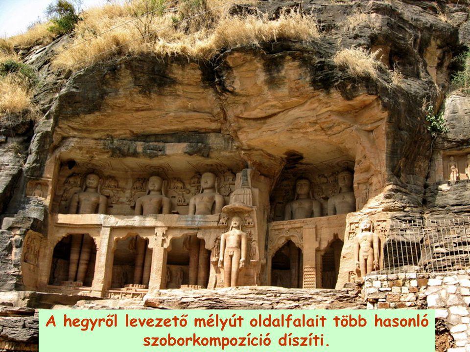 A hegyről levezető mélyút oldalfalait több hasonló szoborkompozíció díszíti.
