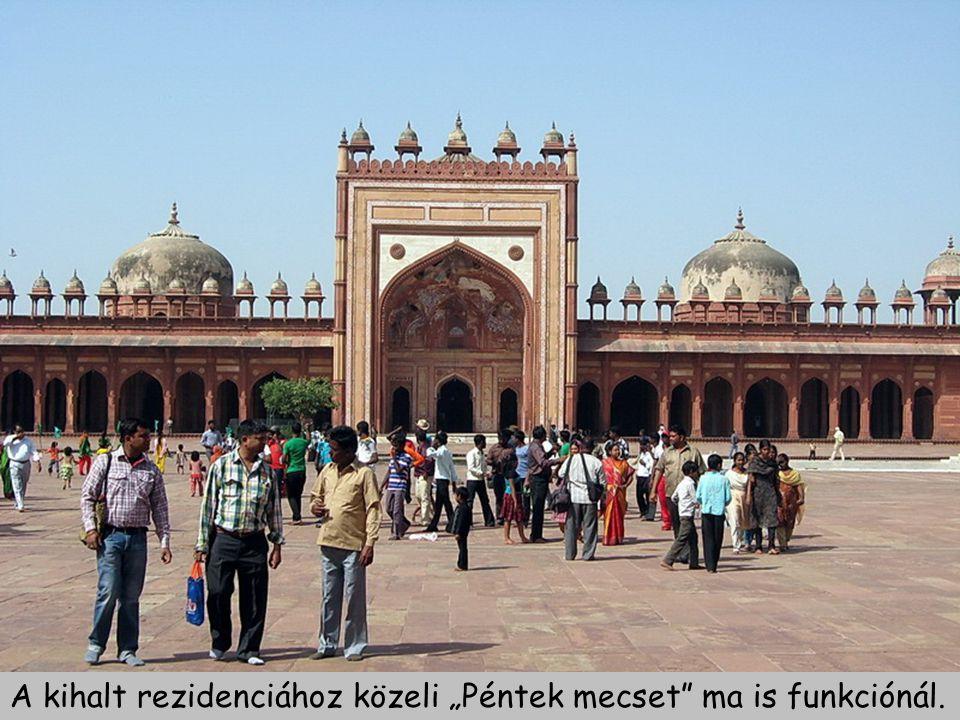 """A kihalt rezidenciához közeli """"Péntek mecset ma is funkciónál."""