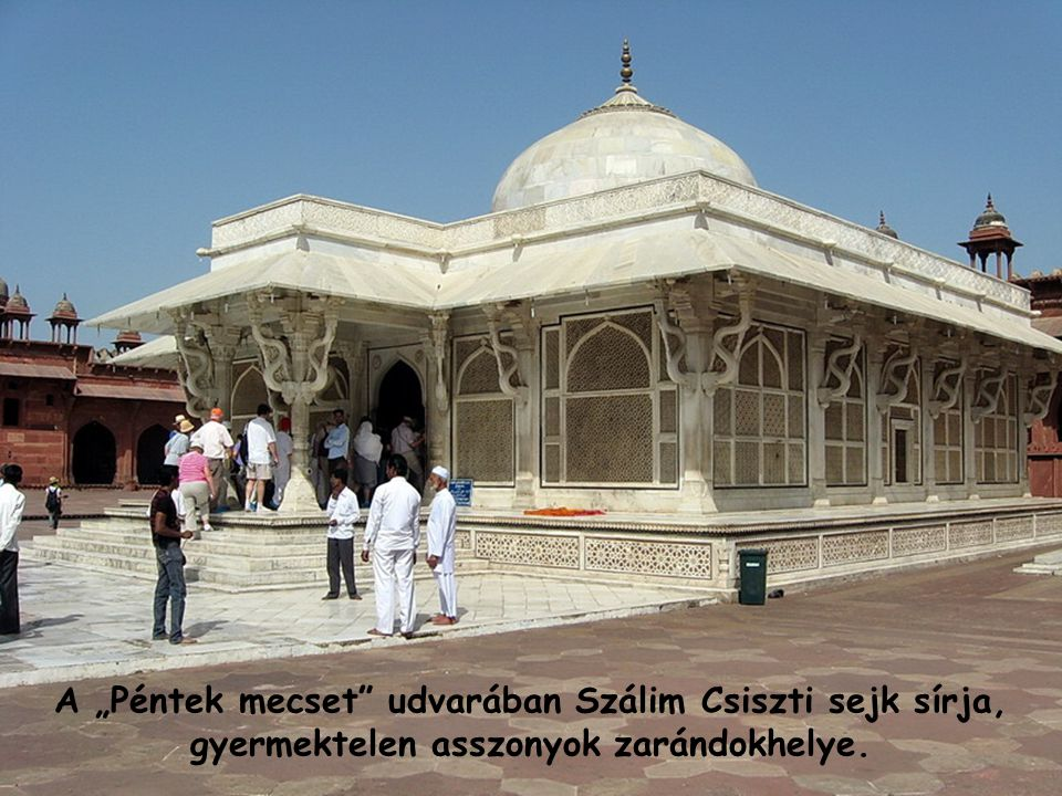 """A """"Péntek mecset udvarában Szálim Csiszti sejk sírja, gyermektelen asszonyok zarándokhelye."""