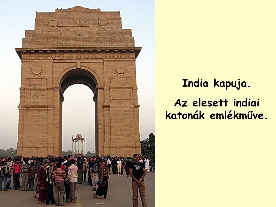 Az elesett indiai katonák emlékműve.