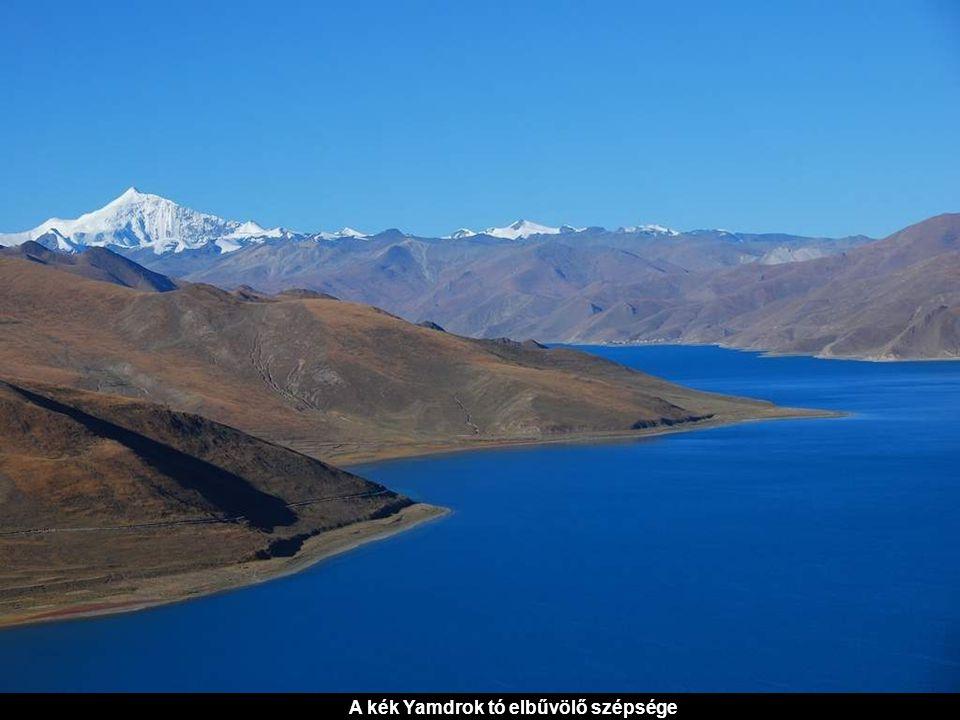 A kék Yamdrok tó elbűvölő szépsége