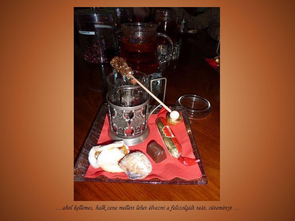…ahol kellemes, halk zene mellett lehet élvezni a felszolgált teát, süteményt …