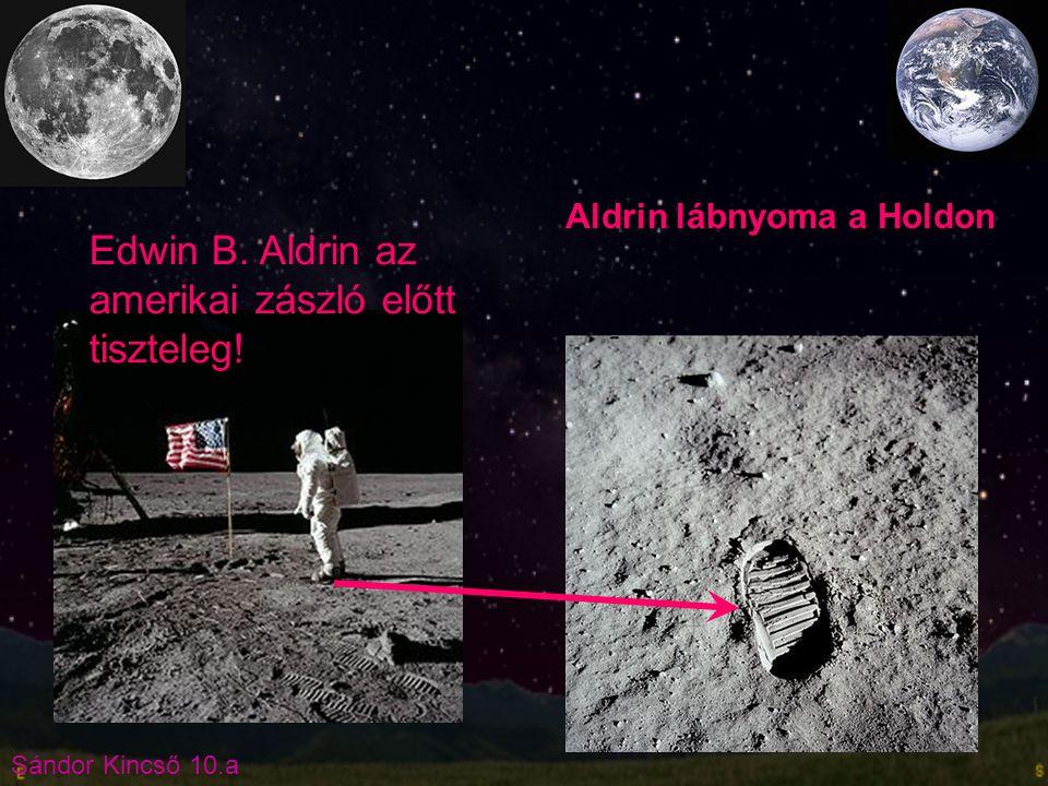 Edwin B. Aldrin az amerikai zászló előtt tiszteleg!