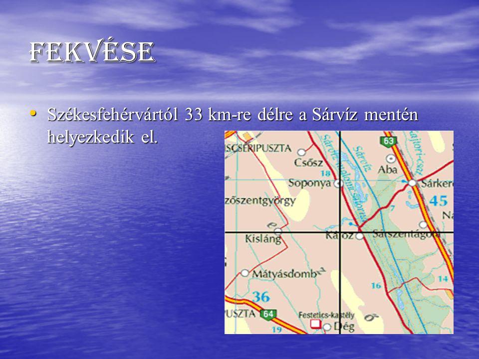 Fekvése Székesfehérvártól 33 km-re délre a Sárvíz mentén helyezkedik el.