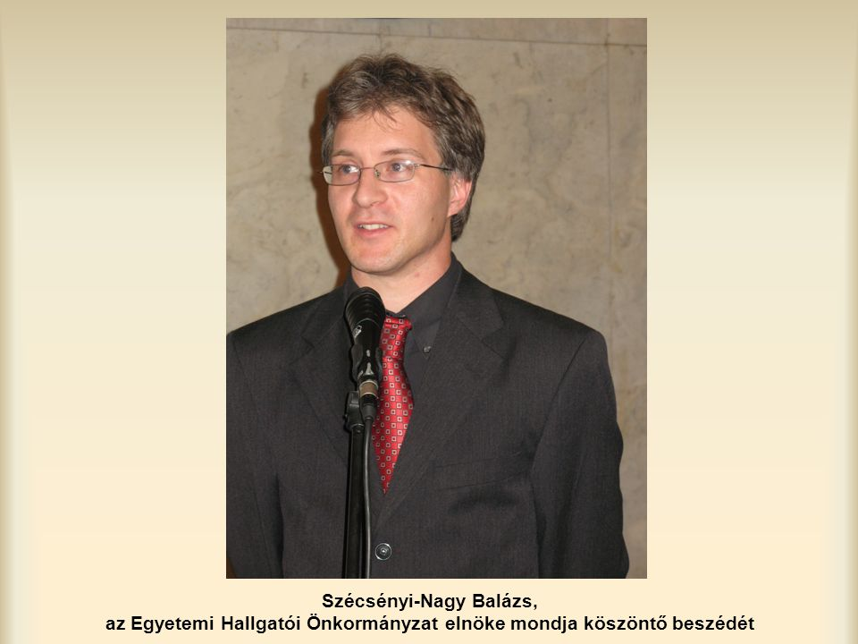 Szécsényi-Nagy Balázs, az Egyetemi Hallgatói Önkormányzat elnöke mondja köszöntő beszédét