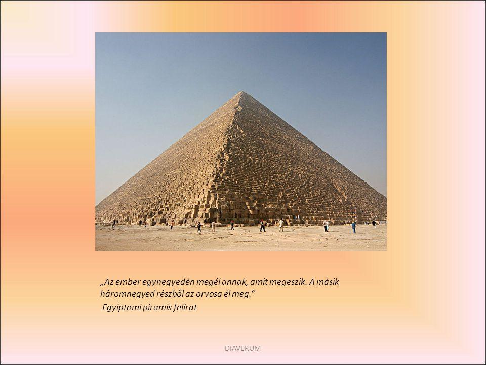 Egyiptomi piramis felírat