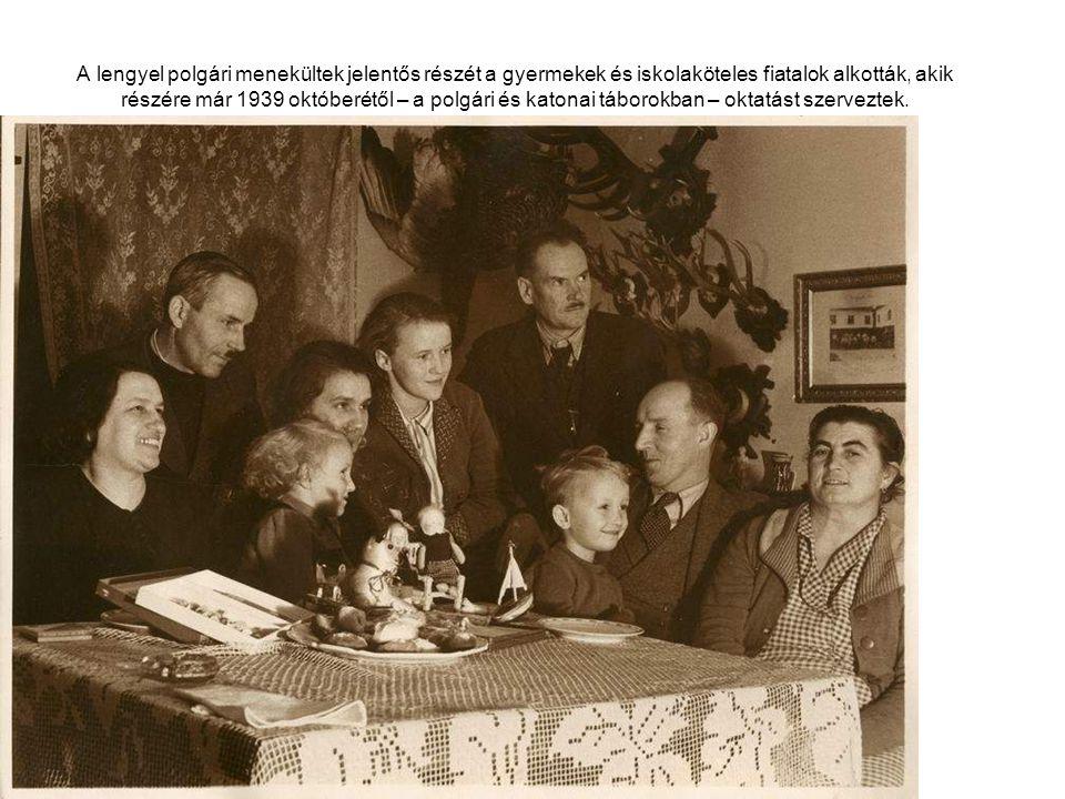 A lengyel polgári menekültek jelentős részét a gyermekek és iskolaköteles fiatalok alkották, akik részére már 1939 októberétől – a polgári és katonai táborokban – oktatást szerveztek.