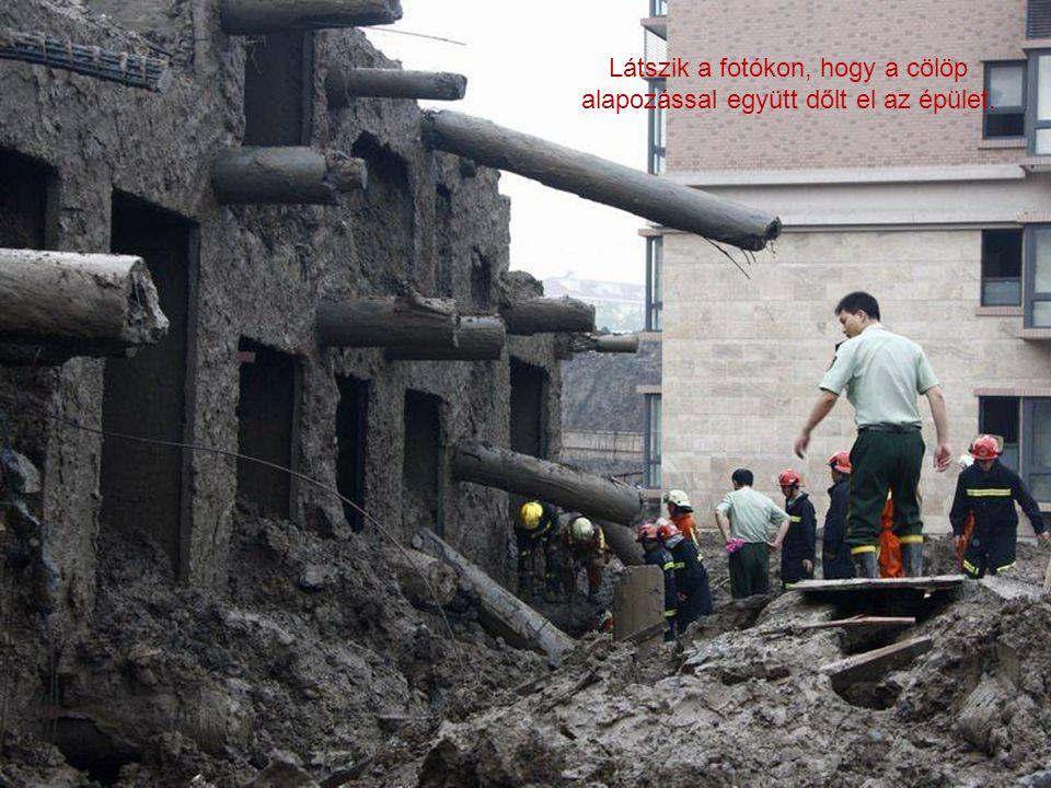 Látszik a fotókon, hogy a cölöp alapozással együtt dőlt el az épület.