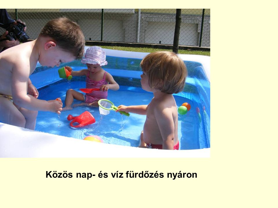 Közös nap- és víz fürdőzés nyáron
