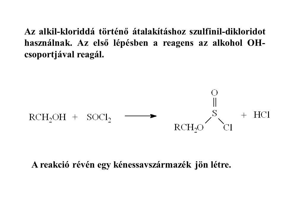Az alkil-kloriddá történő átalakításhoz szulfinil-dikloridot használnak. Az első lépésben a reagens az alkohol OH-csoportjával reagál.