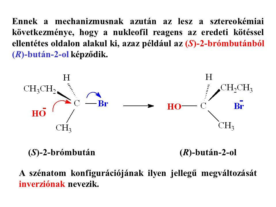 Ennek a mechanizmusnak azután az lesz a sztereokémiai következménye, hogy a nukleofil reagens az eredeti kötéssel ellentétes oldalon alakul ki, azaz például az (S)-2-brómbutánból (R)-bután-2-ol képződik.