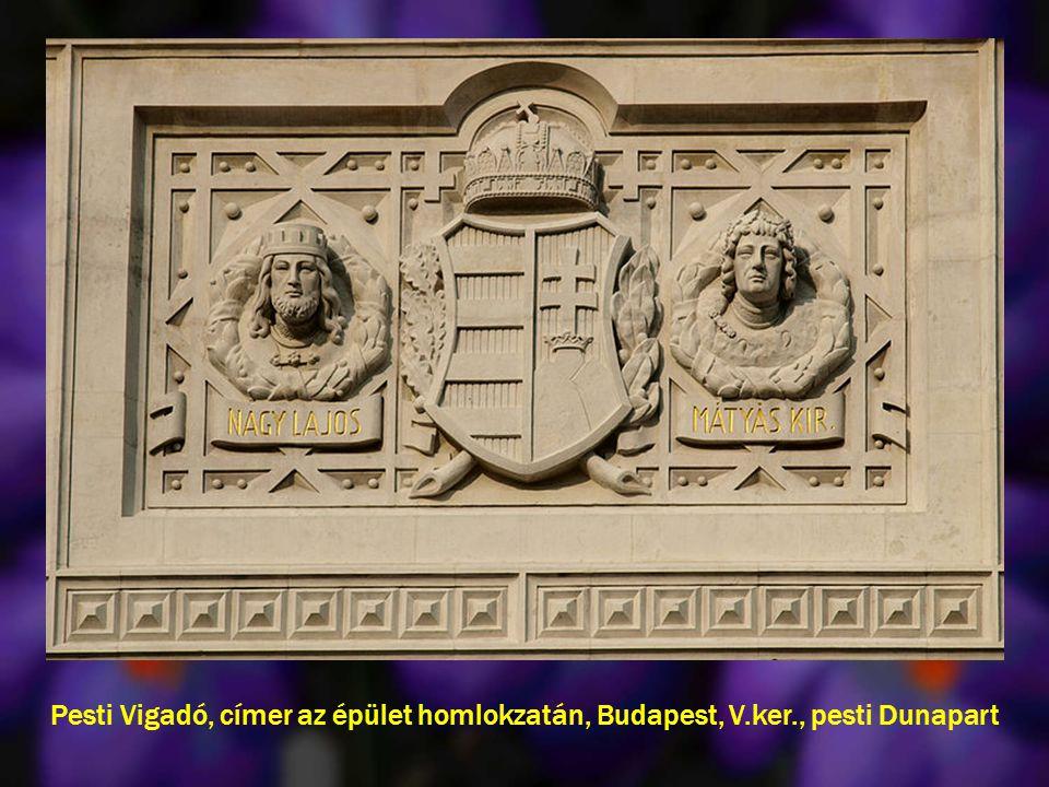 Pesti Vigadó, címer az épület homlokzatán, Budapest, V. ker