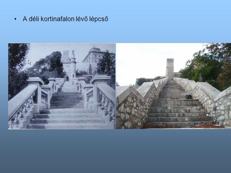 A déli kortinafalon lévő lépcső