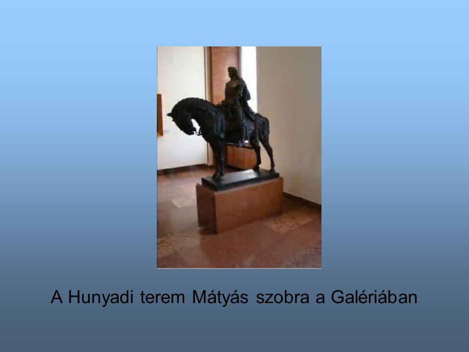 A Hunyadi terem Mátyás szobra a Galériában