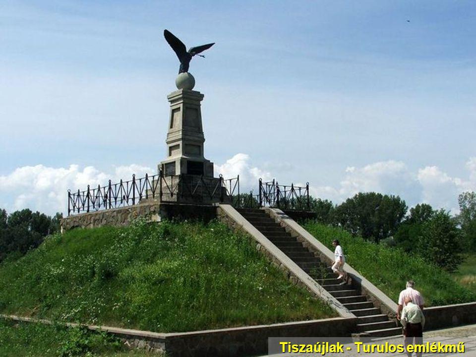 Tiszaújlak - Turulos emlékmű