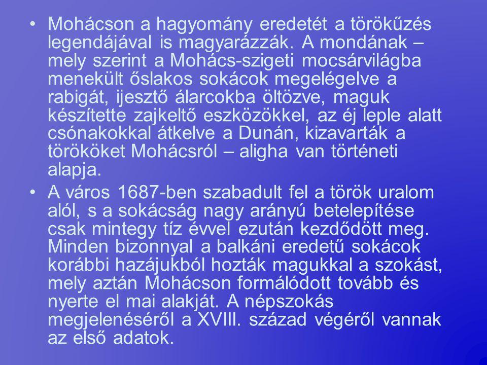 Mohácson a hagyomány eredetét a törökűzés legendájával is magyarázzák