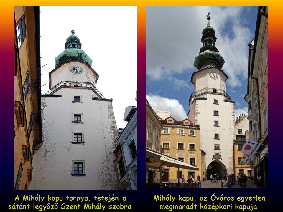 A Mihály kapu tornya, tetején a