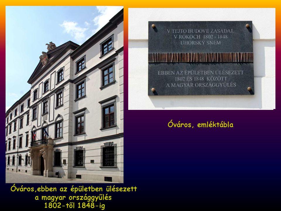 Óváros, emléktábla Óváros,ebben az épületben ülésezett a magyar országgyűlés 1802-től 1848-ig